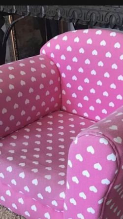 Super Cute Toddler/kids Pink and white hearts chair. for Sale in San Diego,  CA