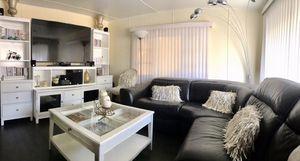 Beautiful white coffee table for Sale in Corona, CA