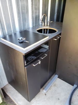 REDUCED PRICE !!! 🤩🤩COLLINS Beauty salon vanity, sink insert and plumbing.. for Sale in Mount Vernon, OH