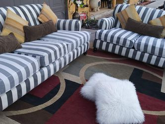 Set 2 couches With Pillows Clean And Good Condition for Sale in Las Vegas,  NV