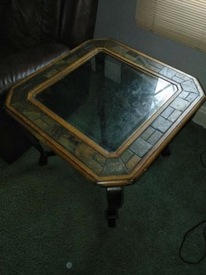 Large end table for Sale in Cleveland, OH