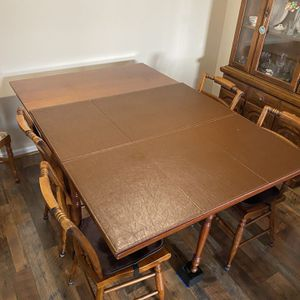 Just In Time ForbThanksgiving! Seats Up To 8! With 4 Chairs for Sale in Frederick, MD