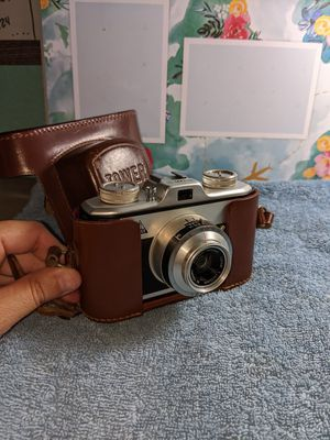 Vintage tower camera with leather case for Sale in Pasadena, TX