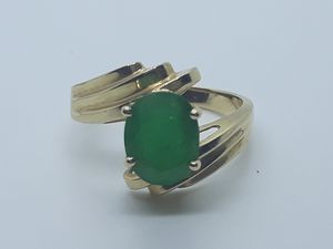 14k yellow gold 2ct Emerald Ring 5.1 grams size 9 for Sale in Fort Pierce, FL