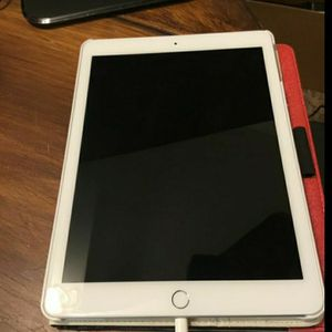 Apple 9.7-inch iPad, 6th gen. - 32 GB, Like New for Sale in Fresno, CA