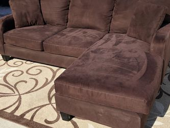 FREE DELIVERY Sectional Couch With Reversible Chaise for Sale in Park Ridge,  IL