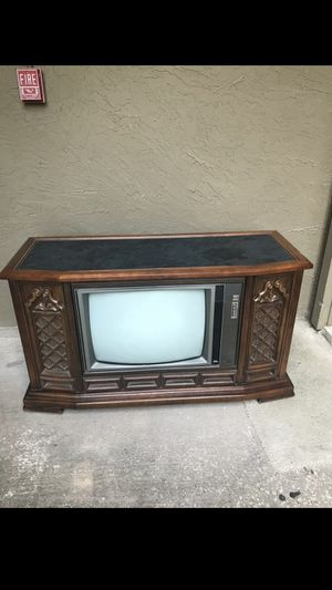 MAKE AN OFFER! Working 1973 RCA T.V. Measurements 52.5 in L, 20.5 in W, 30in H. Can be a great decor or TV stand. for Sale in Mesquite, TX