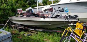 17 ft. Cajun bass boat for Sale in Miami, FL