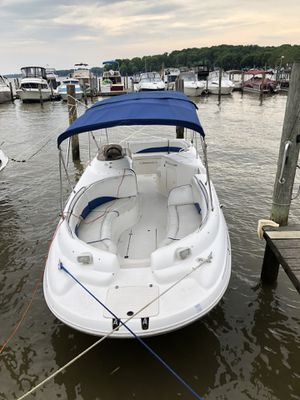 2000 chaparral sunesta 252 deck boat mercruiser 5.7 EFi for Sale in Newark, DE
