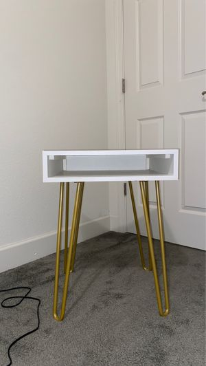 Night Stand or Side Desk for Sale in Elk Grove, CA