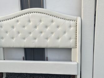 New FULL Size Platform Bed Frame Ivory for Sale in Columbus,  OH