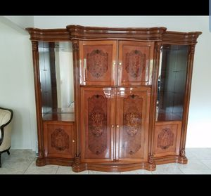 Beautiful China cabinet for Sale in Windsor Hills, CA