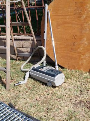Electolux vacuum for Sale in Whittier, CA
