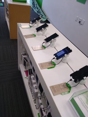 Free Phones With Port In for Sale in Garland, TX