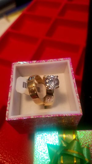 Special offer wedding rings for women 14k gold Italian size 7 are 2 pieces ( Estan bellos) for Sale in Manassas Park, VA