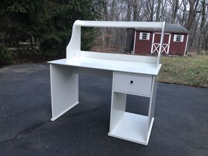 White computer desk for Sale in Waterbury, CT