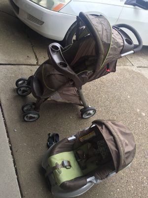 Graco stroller and car seat for Sale in Dearborn, MI