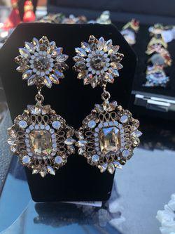 Earrings with diamonds for Sale in Nashville,  TN