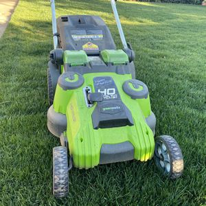 Greenworks 40V 20-Inch Cordless Twin Force Lawn Mower for Sale in East Los Angeles, CA