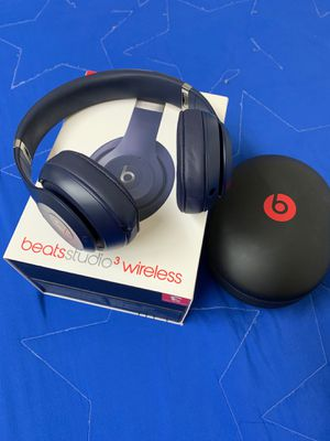 Beats Studio 3 wireless Barely used and is in GREAT condition for Sale in Brooklyn, NY