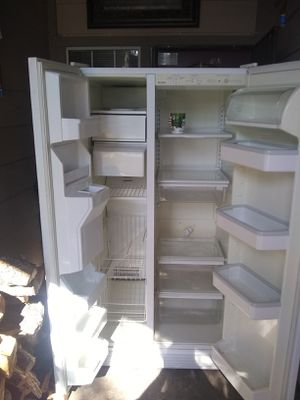 Side by side Kenmore refrigerator for Sale in Modesto, CA