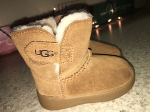 Baby Uggs Size 2/3 for Sale in Cleveland, OH