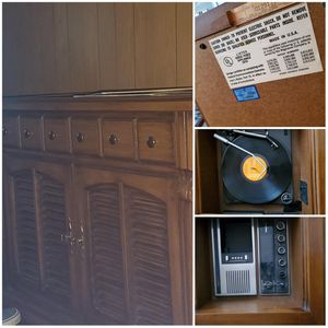 Magnavox record player and radio for Sale in NEW PHILA, OH