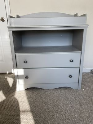 South shore baby changing table/dresser for Sale in Hanover, MD