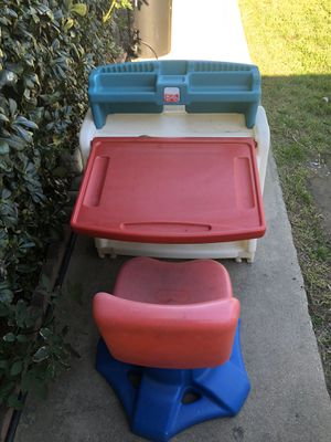 Kids Desk with swivel chair for Sale in Rancho Cucamonga, CA