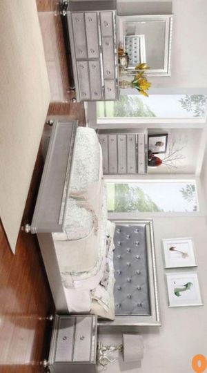 Christopher Silver Mirrored Panel Bedroom Set for Sale in Austin, TX