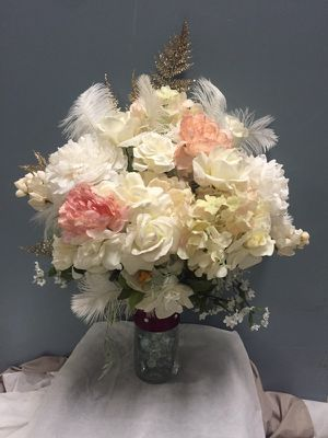 """Beautiful realistic faux fake flower bouquet - ivory cream gold pink real ostrich feathers 18"""" for Sale in San Francisco, CA"""