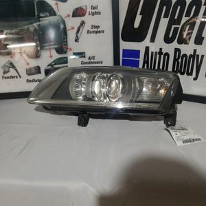 Headlight Used Audi A6 2006 for Sale in Winfield, IL