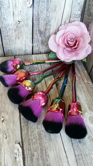 6pcs rose flowers shape makeup brush set and free mermaid single brush for Sale in Los Angeles, CA