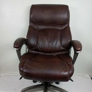 La-Z-boy Wide Big And Tall Executive Leather Office Chair for Sale in Las Vegas, NV