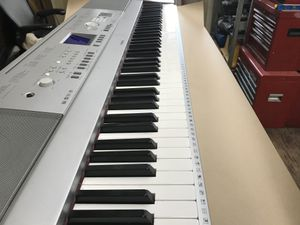 Yamaha Portable Grand Piano DGX-640 88 Key Full Sized Electronic Piano Keyboard for Sale in Los Angeles, CA