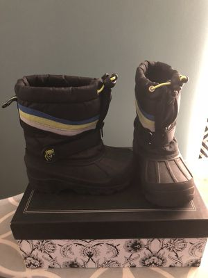 Snow Boots Toddler Size 9 for Sale in Waldorf, MD