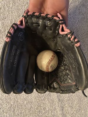 Youth girls fastpitch softball 🥎 glove $15 $$$$$ for Sale in Chino, CA