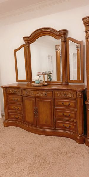 King size bedroom bed, dresser, mirror, night stand mattress, combo dresser for Sale in Nashville, TN