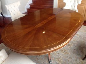 Thomasville Bogart collection dining room table for Sale in Renton, WA