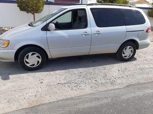 2002 Toyota Sienna symfhony. Mini van automátic runs good pass the smog for Sale in Las Vegas, NV