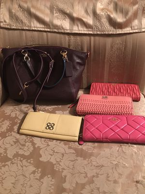Coach purse And wallets for Sale in Bakersfield, CA