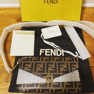 Fendi Wallet On Chain for Sale in The Bronx, NY
