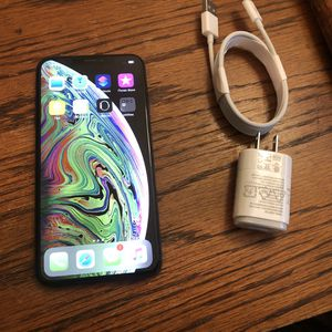 iPhone XS Max 64GB Carrier Unlocked iCloud Cleared Clean IMEI for Sale in Fresno, CA