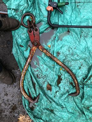 Heavy duty log skidding grapple tongs for Sale in Sandy, OR