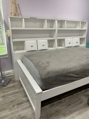 White bookshelves twin bed set with mattress for Sale in Royal Palm Beach, FL