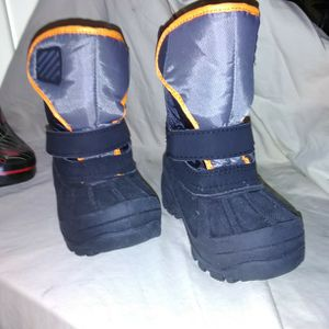 Toddler Snow Boots for Sale in Franklin, NJ
