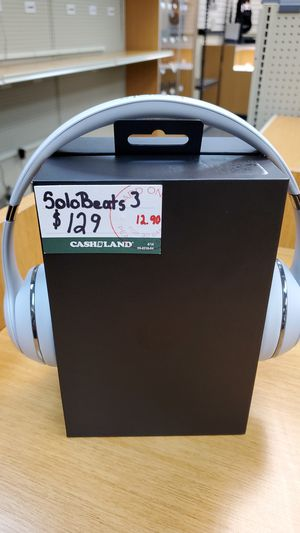 White Solo Beats 3 for Sale in Valley View, OH
