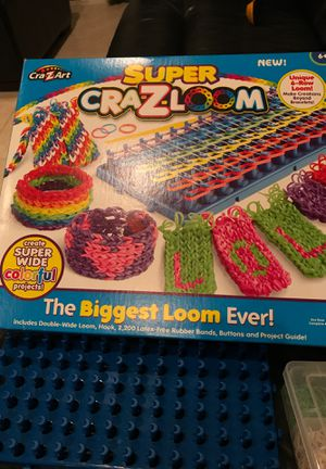 Rainbow Loom set, rubber bands, storage kit, needle. Arts crafts for Sale in LAUD LAKES, FL