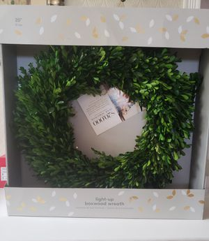 """West Elm Light-Up Boxwood Wreath 20"""" for Sale in Lawndale, CA"""