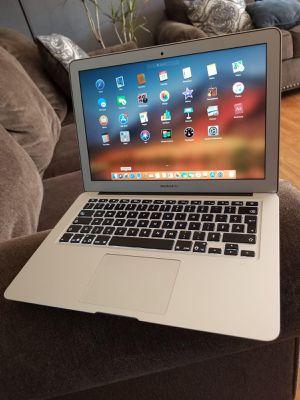 Excelente Laptop Apple Macbook Air de 11 pulgadas Ultra Delgada Procesador Intel Core i5 for Sale in Oakland, CA